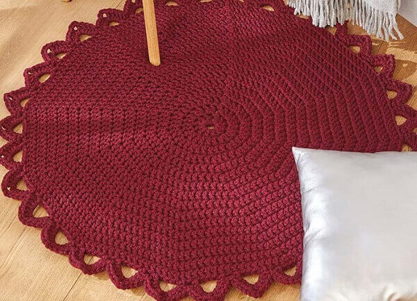 Delicate round crochet rug