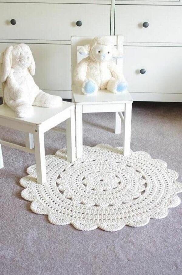 Round crochet rug in clean decor