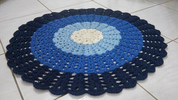 Round crochet rug in different shades of blue
