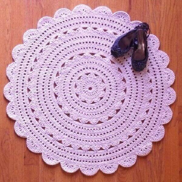 Round crochet rug in pink