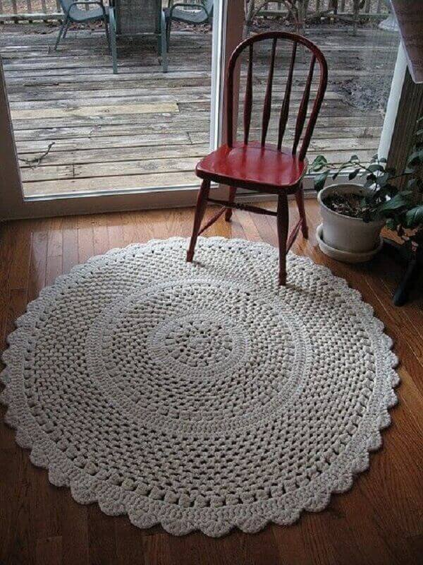 Round crochet rug in white color for living room