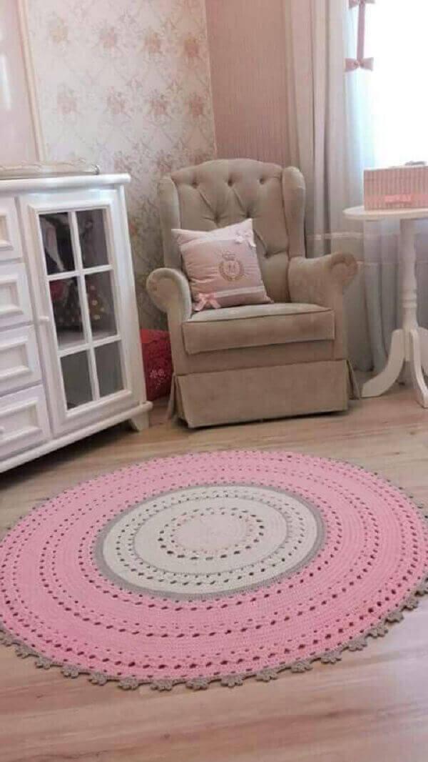 Round crochet rug in girl's bedroom