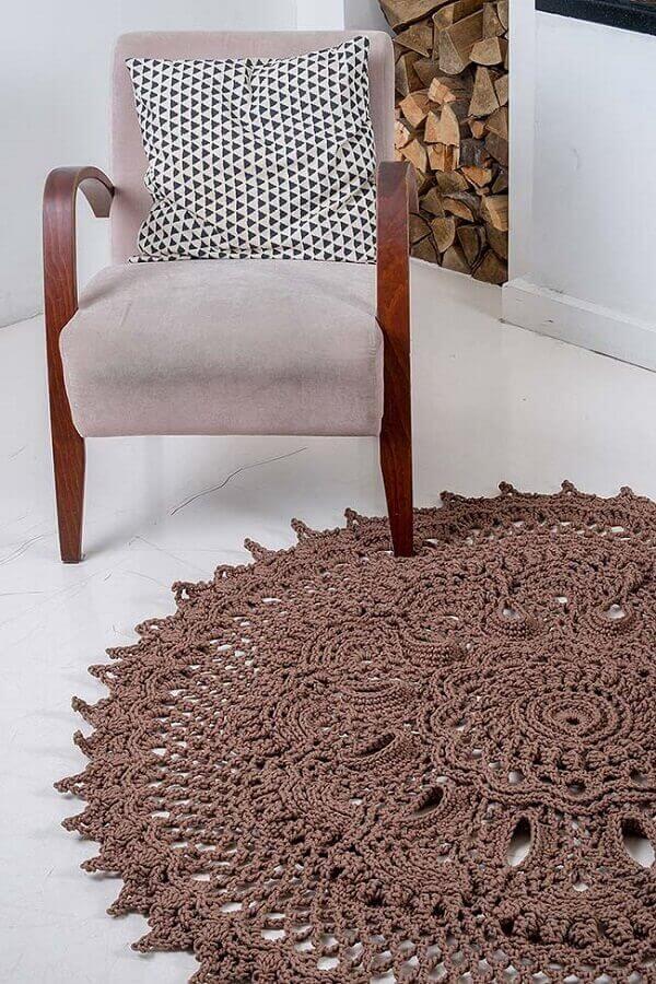 Round crochet rug in brown
