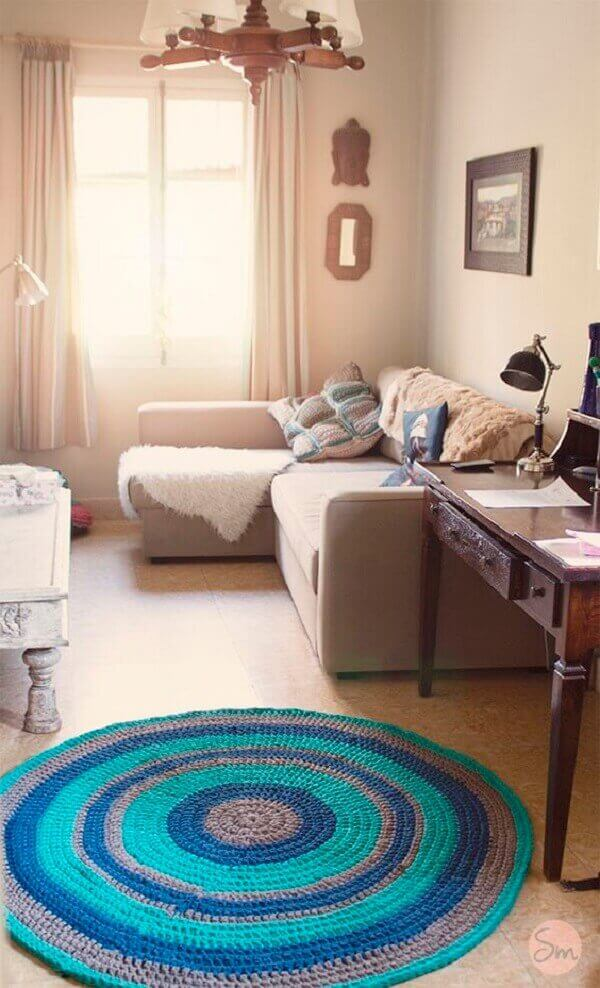 Round crochet rug in living room decor