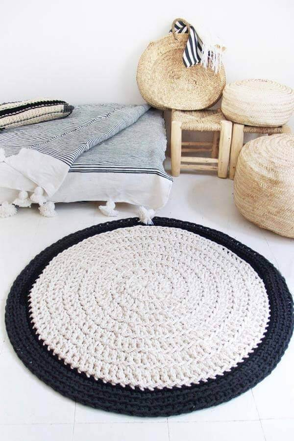 Round crochet rug in black and white