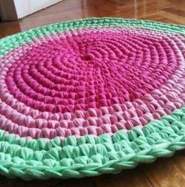 The colors of this crochet rug resemble a watermelon