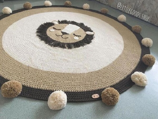 Delicacy in this round crochet rug
