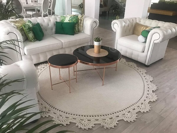 Crocheted rug in raw tone combines with various styles of decoration