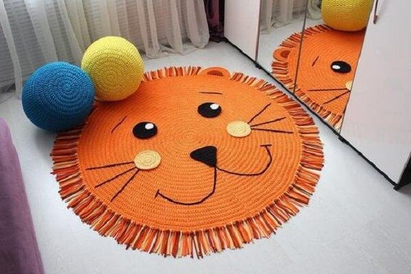 Round crochet rug follows the design of a lion