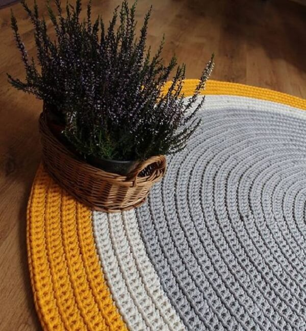 Delicate weaves in shades of yellow, white and gray