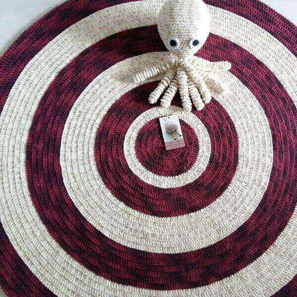 Crochet rug in shades of white and red