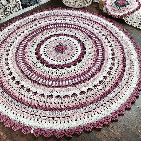 Round crochet rug in mixed colors