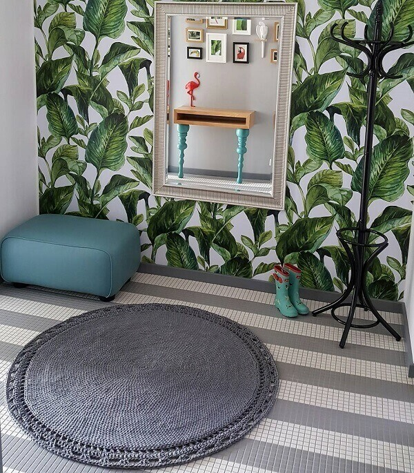 Special corner with mirror and graphite round crochet rug
