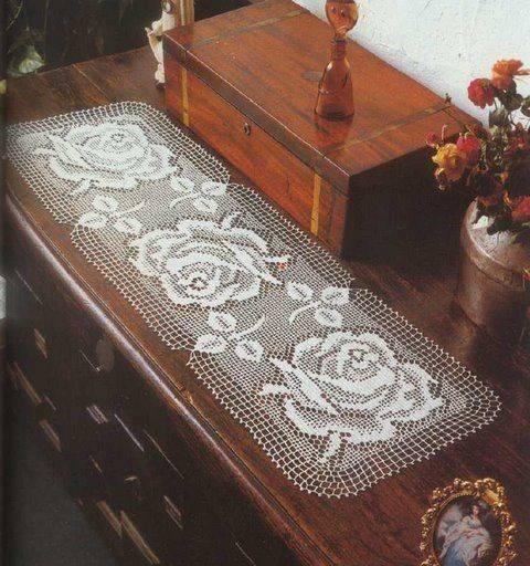crochet table runner roses
