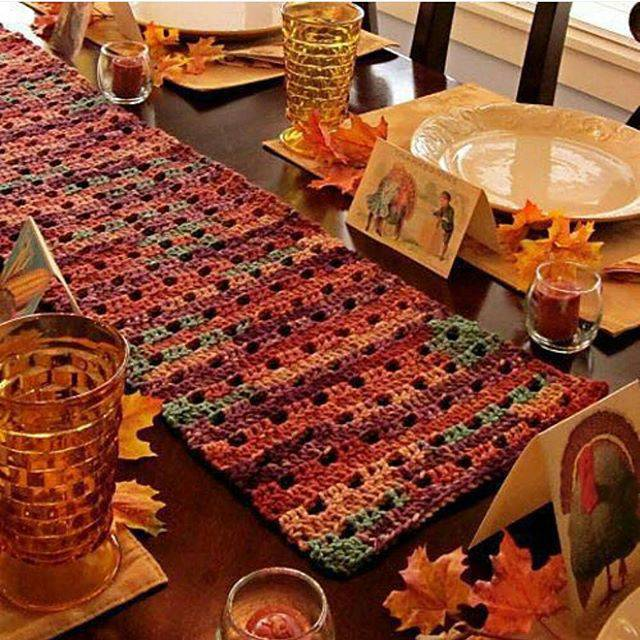 Autumn crochet table runner