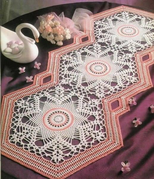 Losangulo crochet table runner