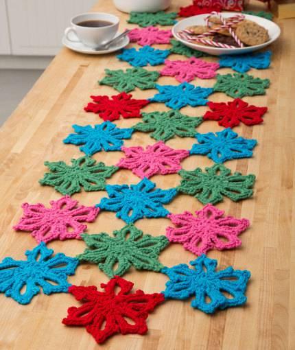 Crochet roses table runner