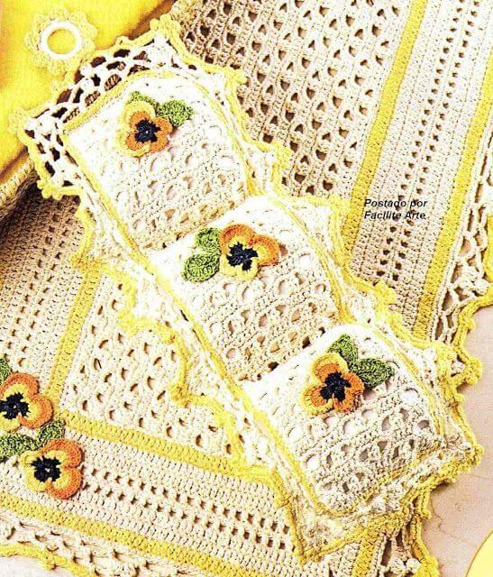 crochet toilet paper holder with flowers