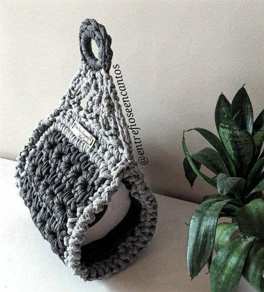Simple crochet toilet paper holder in shades of gray