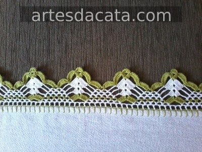 Green and white crochet beak Foto de Artes da Cata
