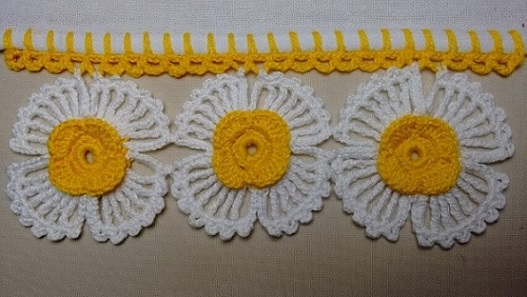 Crochet hook with large flowers Photo by Wilma Crochet