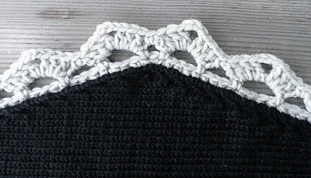 Crochet hook for black carpet Photo by Ravelry