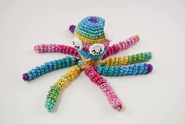 The colorful of the crochet octopus cheers up the room decor