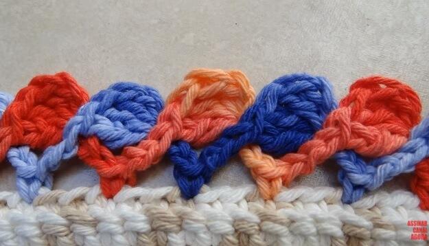 Rug with colorful crochet nozzle Photo by Big Tudo Artesanato
