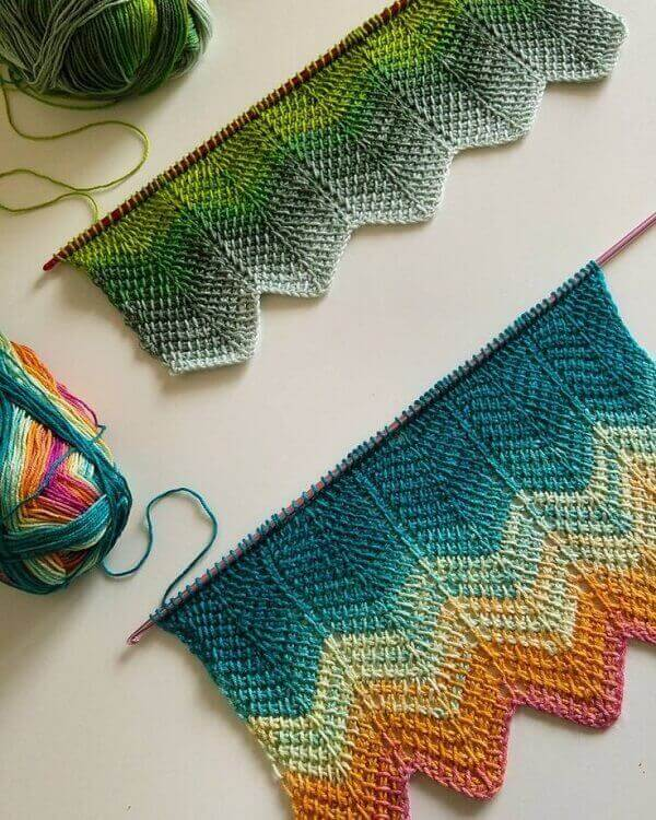 Colorful and complex wefts of Tunisian crochet
