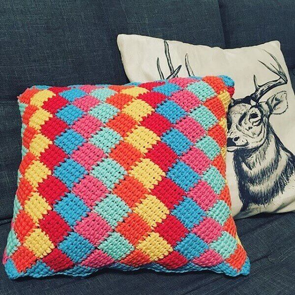 Decorate the sofa with colorful pillows made in Tunisian crochet