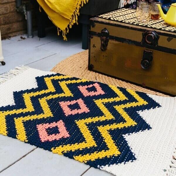 Tunnel carpet pattern made in Tunisian crochet