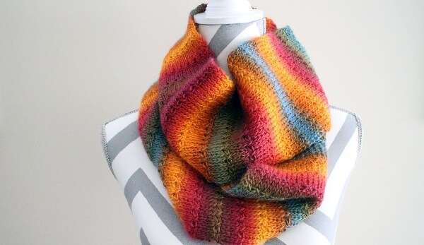 Colorful scarf made with the Tunisian crochet technique