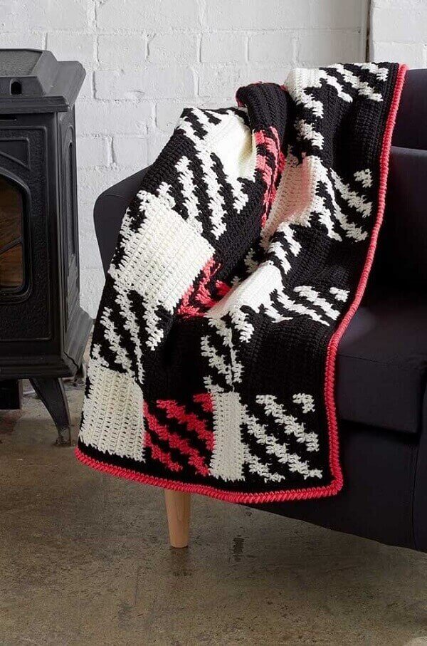 The colorful blanket made in Tunisian crochet brought the black sofa to life