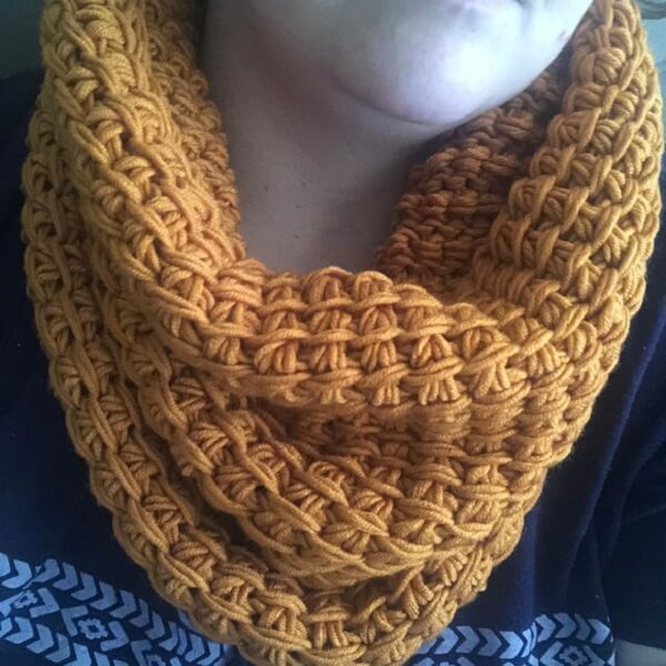 The Tunisian crochet collar is an accessory for winter