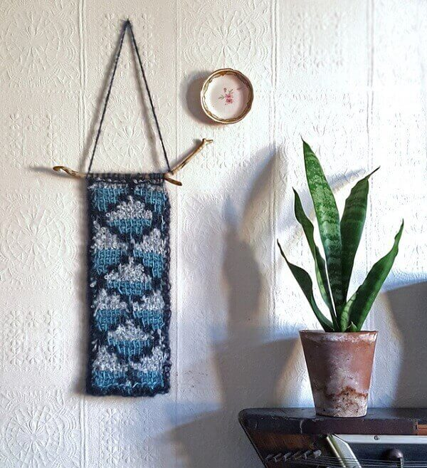 Pieces made in Tunisian crochet can be exposed in the environment