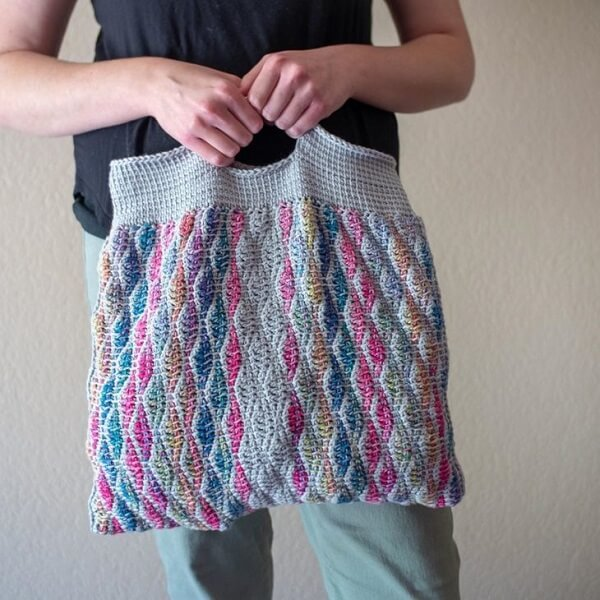 Colorful bag with closed weaves
