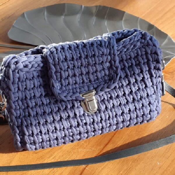 Purple purse made in Tunisian crochet