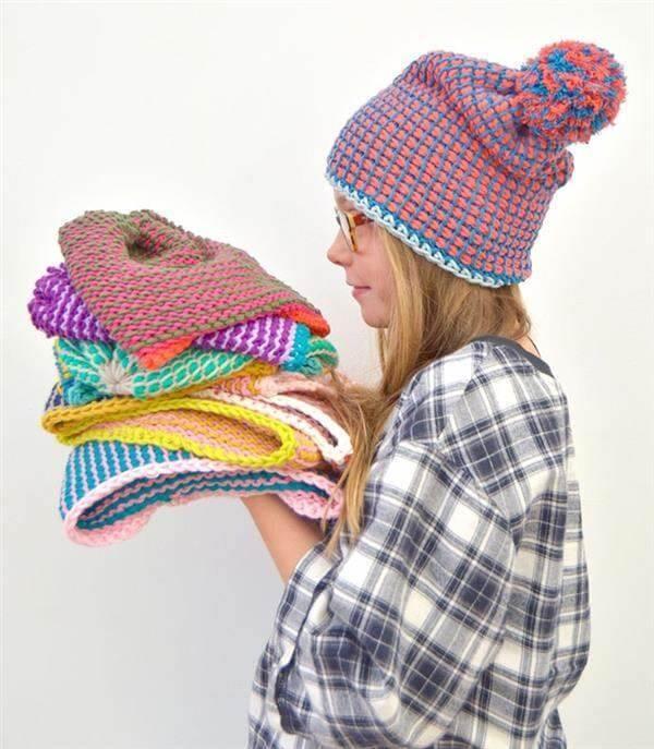 Make different cap models using the Tunisian crochet technique