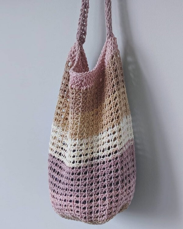Bag model made in Tunisian crochet