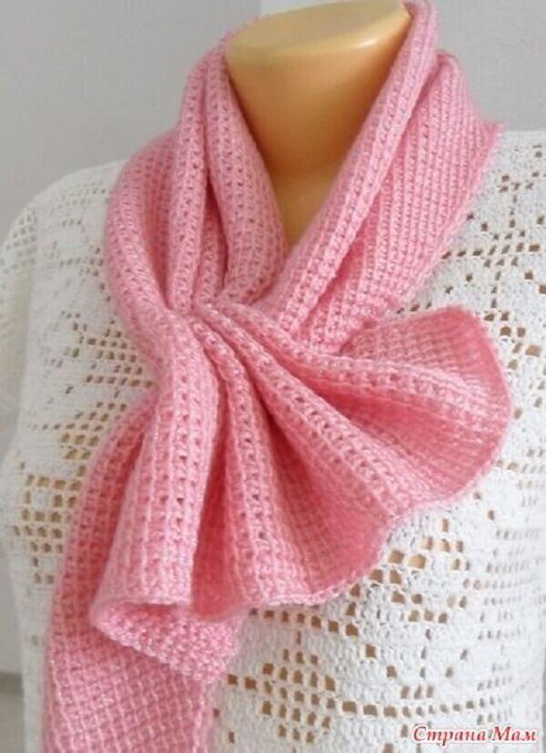 Pink neck collar model made in Tunisian crochet