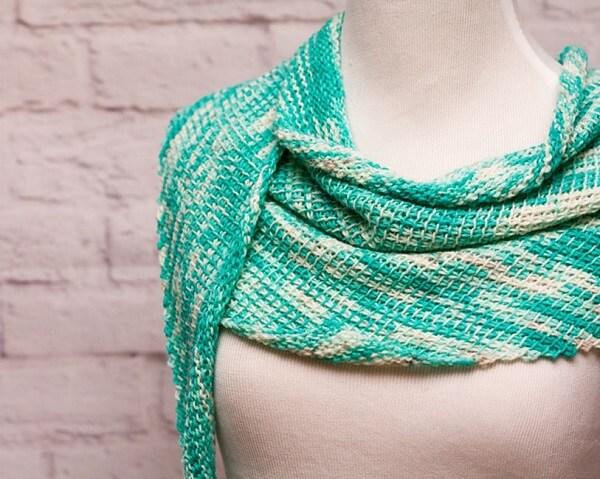 Scarf model made in Tunisian crochet