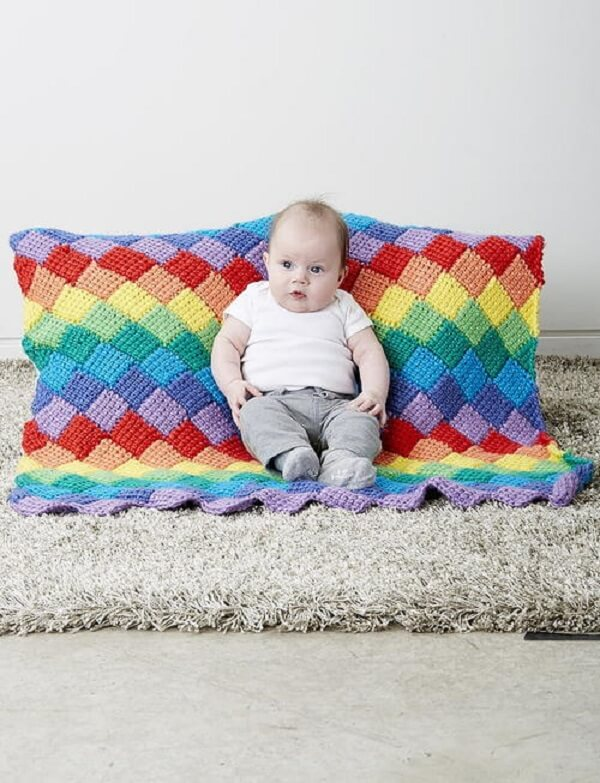 Beautiful and colorful pieces can be made from Tunisian crochet