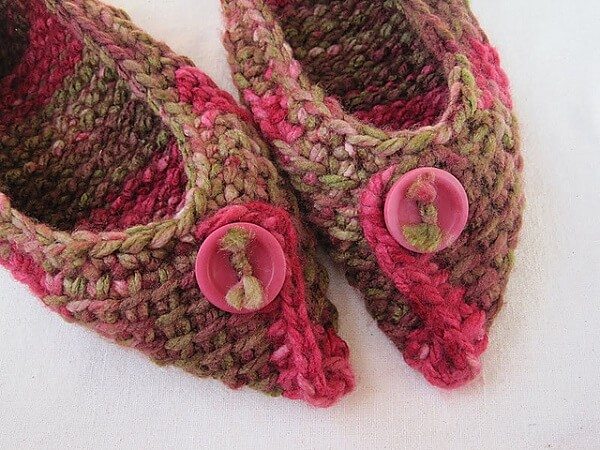 How about creating beautiful shoes using the Tunisian crochet technique?