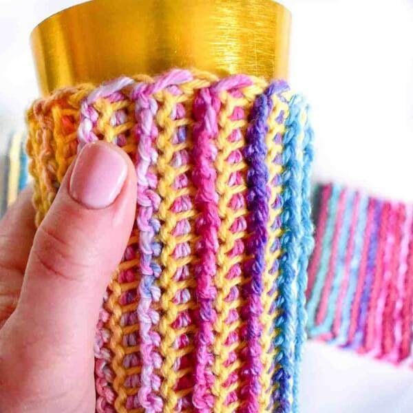 Use colored threads to put the Tunisian crochet technique into practice