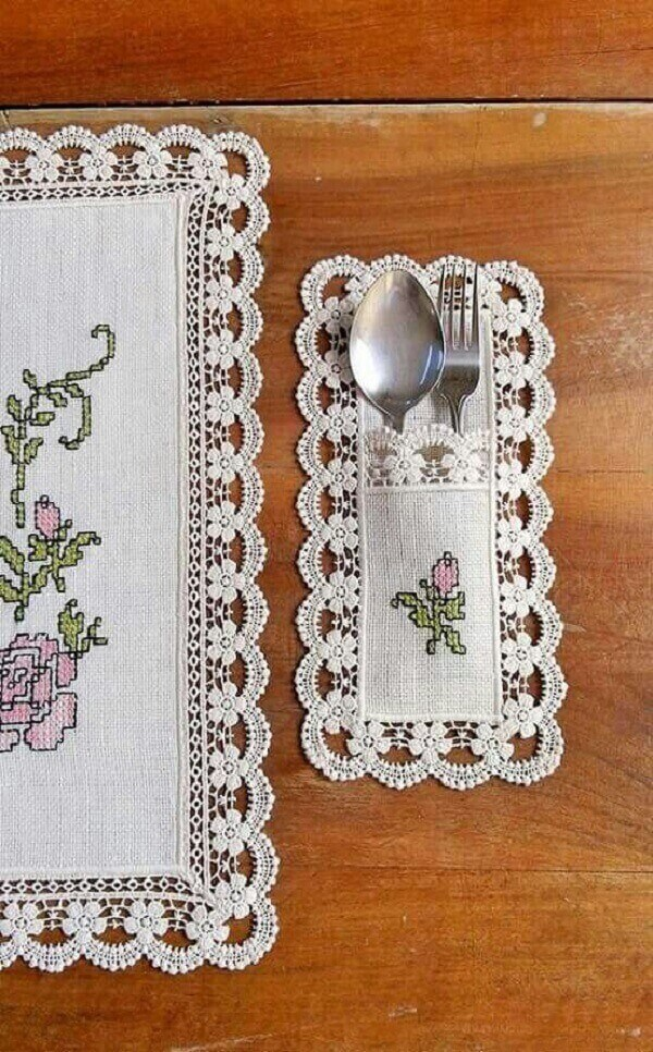 The fabric cutlery holder can follow the same embroidery as the table cloth