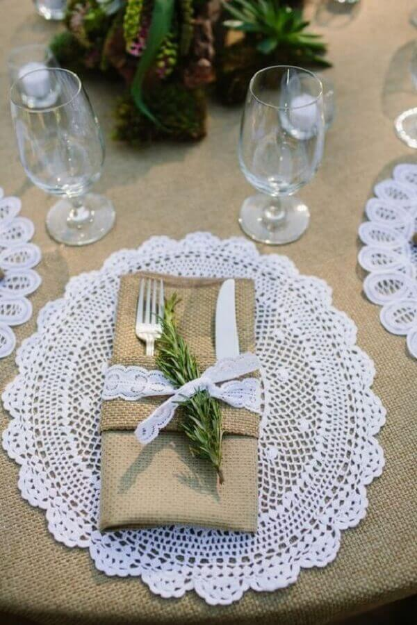 Details that delight in a rustic wedding