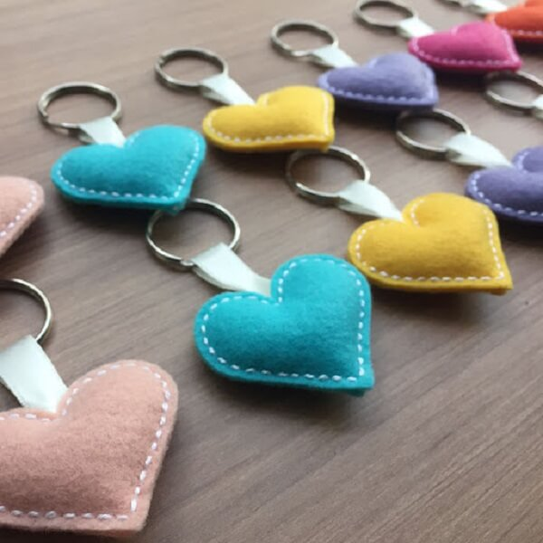 Mix tones when creating the felt keychain in the shape of hearts