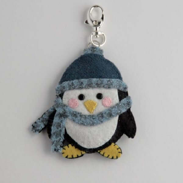 Felt keyring with penguin shape