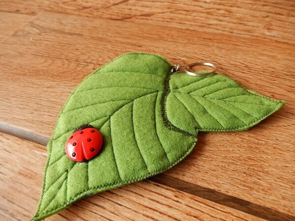 Felt keychain in leaf shape without filling