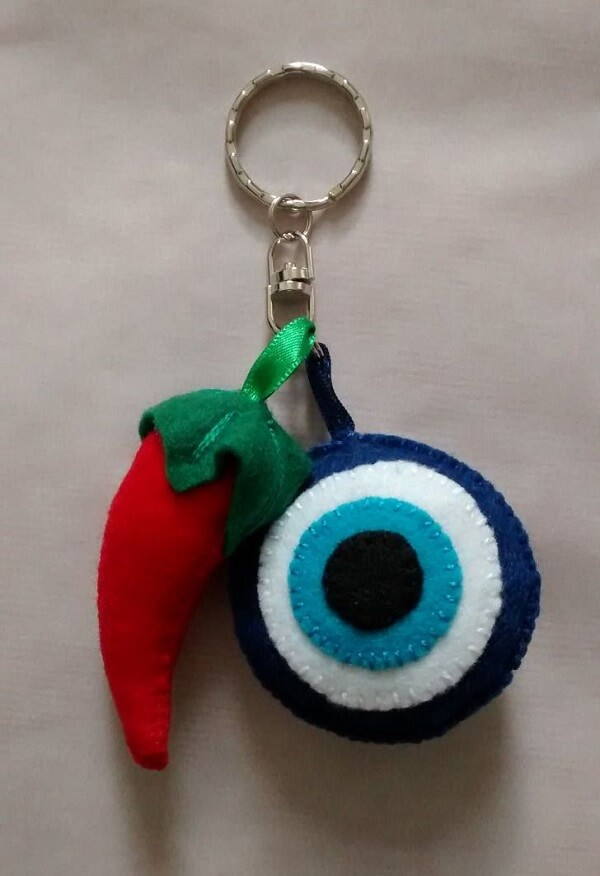 Form a beautiful composition with different felt keychain models